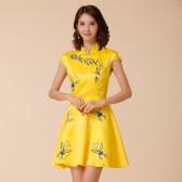9886黄色 民族风青花瓷绣花新中式礼服宴会大码短裙演出修身连衣裙