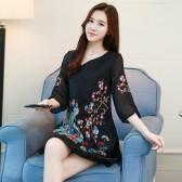 9677黑色  低襟妩媚刺绣宽松中袖显瘦大码改良旗袍